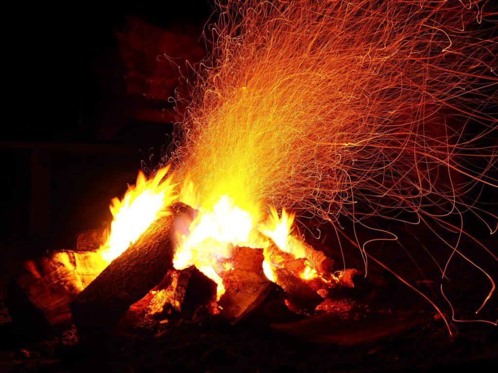 焚き火は我慢してください。